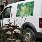 Un jardin se crée, création d'une identité visuelle comprenant logo, cartes de visite, flyers, un magnet pour le véhicule et entête facture/devis.